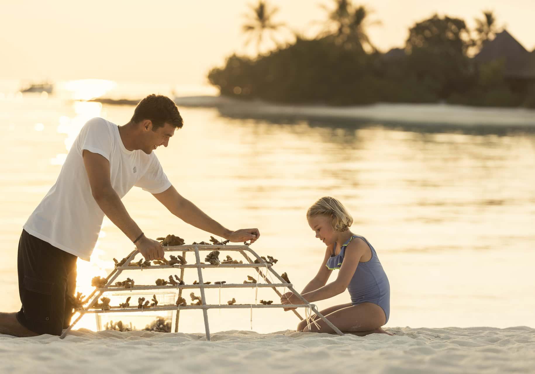 Посадка кораллов в Four Seasons Resort Maldives at Kuda Huraa, фото