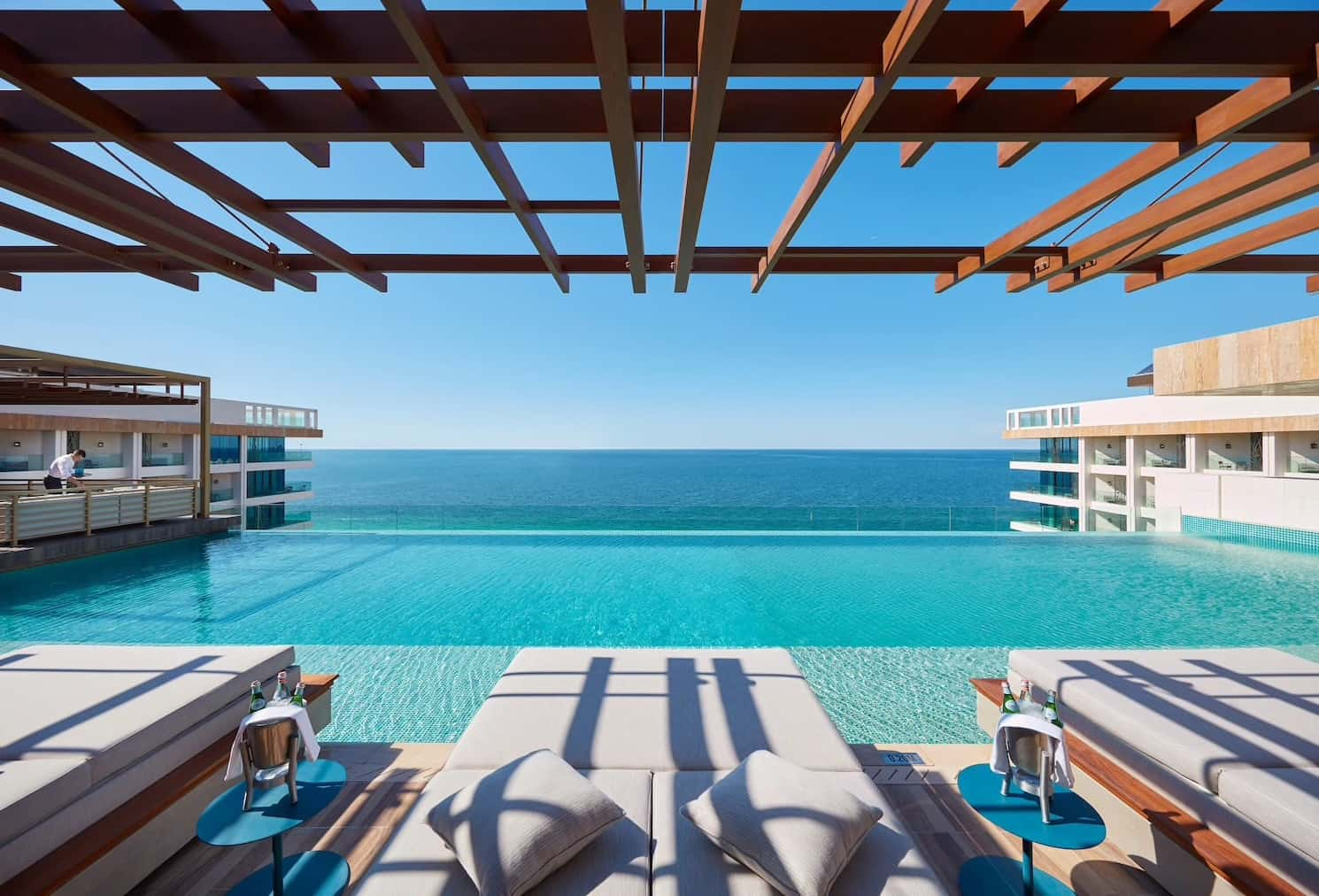 Tasca Terrace Mandarin Oriental Jumeira, Dubai, фото