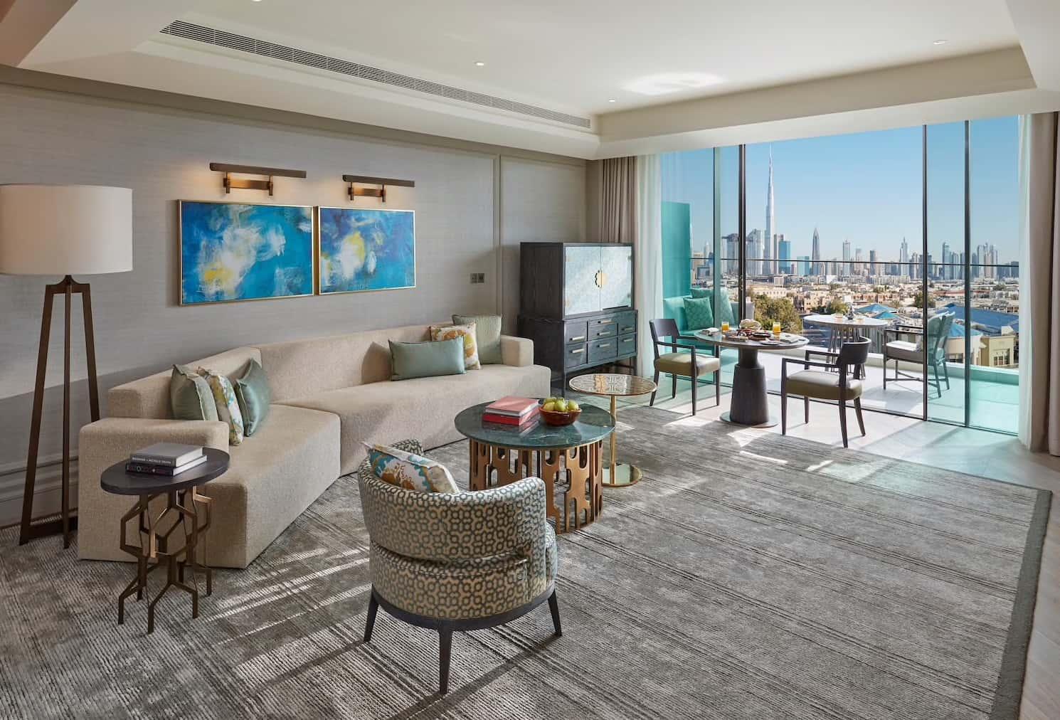 Skyline View Living Room Mandarin Oriental Jumeira, Dubai, фото