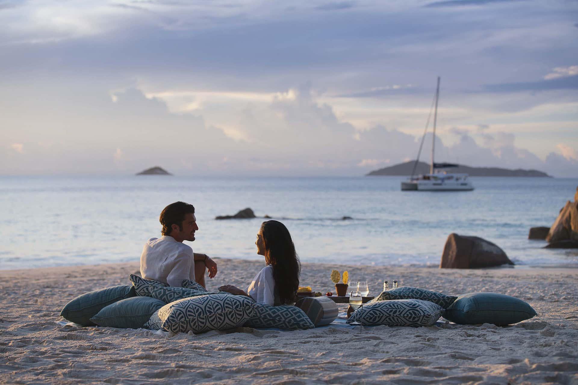 Sundowner Couple Raffles Seychelles, фото