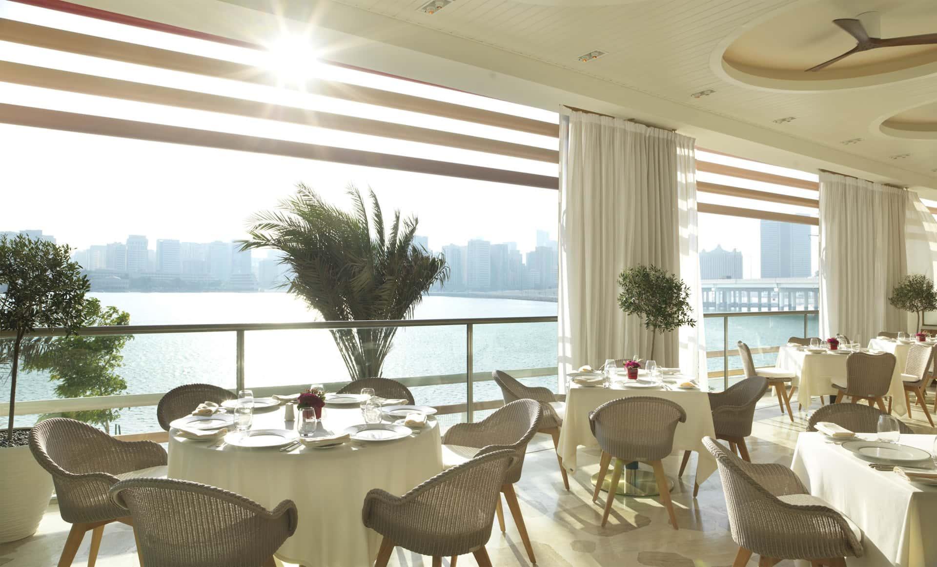 Four Seasons Hotel Abu Dhabi at Al Maryah Island Cafe Milano, фото