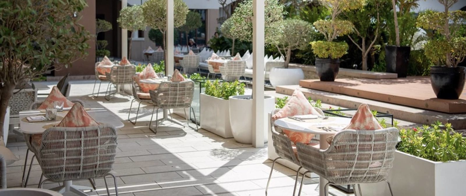 Restaurant Olea Kempinski Hotel Mall of The Emirates Terrace, фото