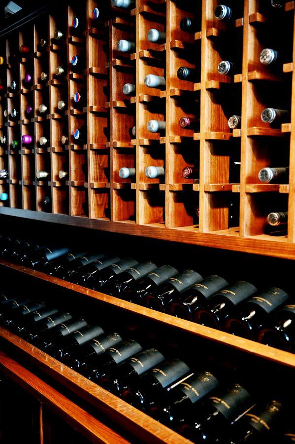 Лучшие винные бары, винотеки и рестораны Москвы, где можно перейти с российскими винами на ты
