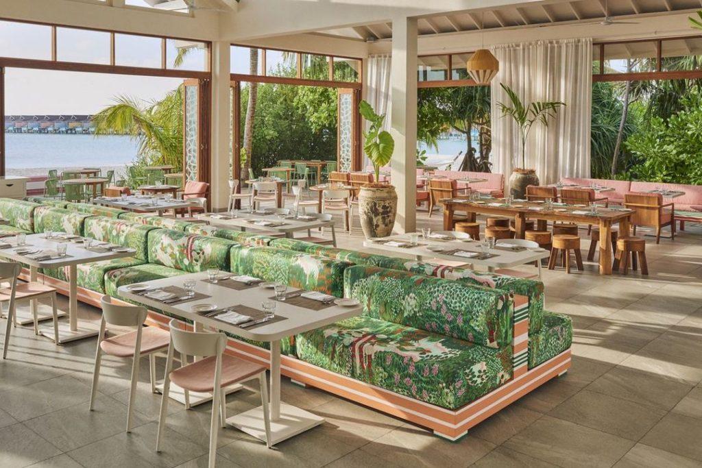 Майские праздники в стиле 60-х в новом отеле The Standard, Huruvalhi Maldives