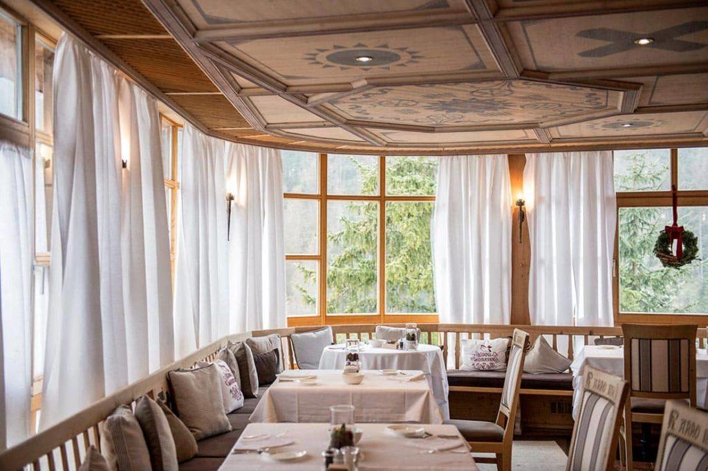 Hotel Rosa Alpina Italy Restaurant Limonaia Interior, фото