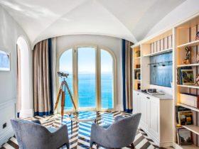 Интерьер гостиной отеля Borgo Santandrea в Амальфи, Италия, фото