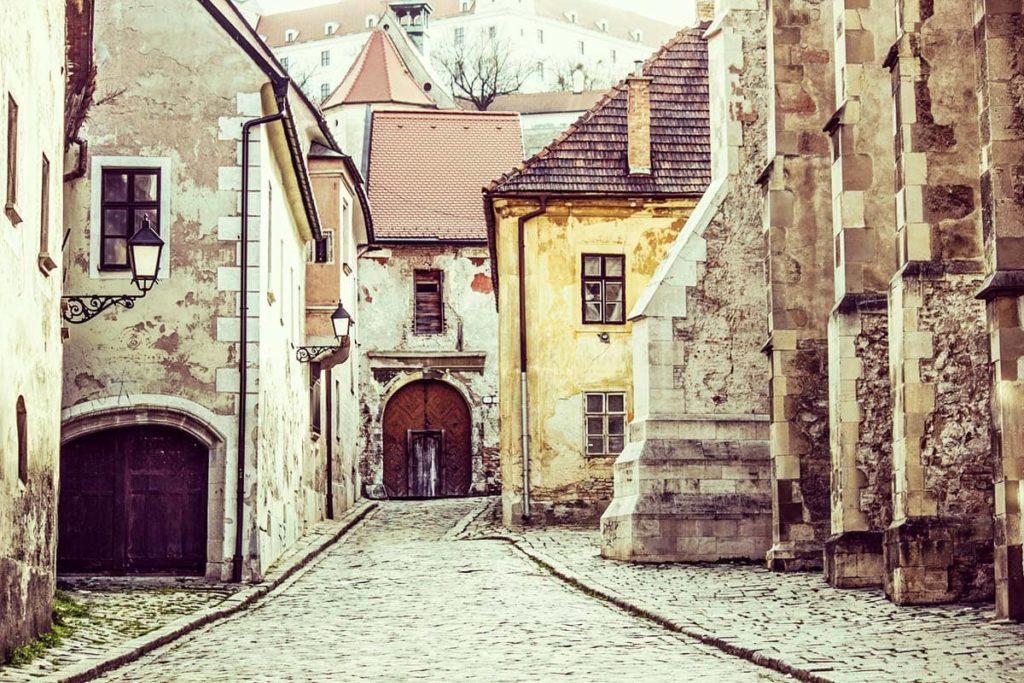 Словакия открылась для привитых российских туристов