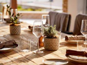 Детали интерьера ресторана Mathis by the Sea в отеле Parklane, a Luxury Collection Resort & Spa в Лимасоле, фото