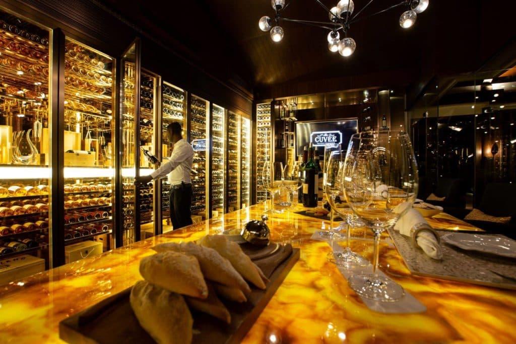 Отели The Ozen Collection на Мальдивах приглашают на дегустации шампанских вин Guy Charbaut